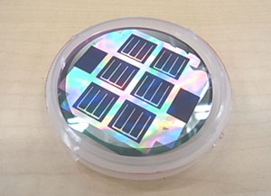 産総研、薄膜微結晶シリコン太陽電池で発電効率10.5%を達成