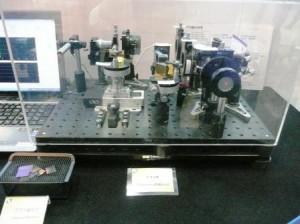 岡本硝子,ガラス偏光子型偏光ビームスプリッタを開発