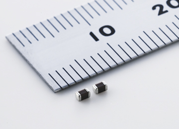 村田製作所,温度補償用積層セラミックコンデンサ 1608サイズの容量ラインナップを拡大
