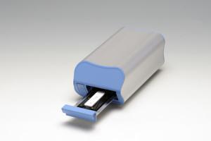 浜松ホトニクス,計測感度を従来製品比1,000倍にした蛍光イムノアッセイリーダを開発