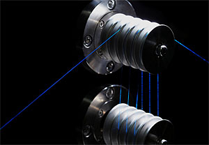 スパイバーと小島プレス工業,人工クモ糸素材の量産技術の確立へ