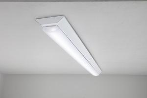 東芝ライテック,業界トップクラスの効率を達成したLEDベースライトを発売