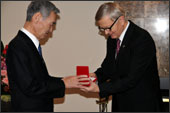 東京インスツルメンツ社長の駿河正次氏,ベラルーシより科学技術褒章メダルを受章