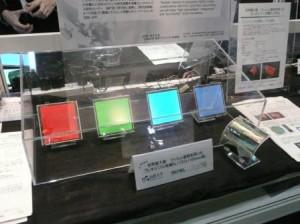 山形大・有機ELチーム,10cm角のフレキシブル有機EL照明を開発