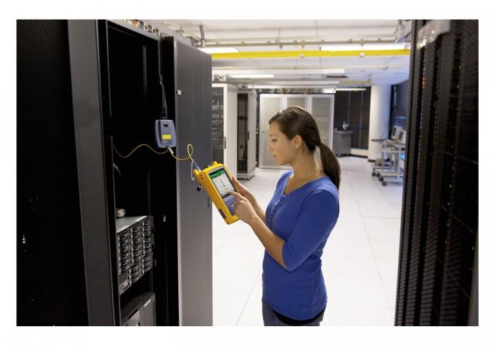 フルーク・ネットワークス,2芯光ファイバ配線の試験時間を1/2にできるOTDR認証テスタを発売