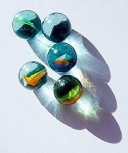 ガラス中での金属球のレーザマニピュレーションと軌跡への微粒子の析出