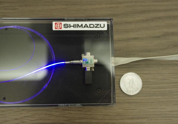 阪大ら,高輝度/超小型 2種の3原色レーザー光源を実証